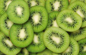 El kiwi contiene vitamina C