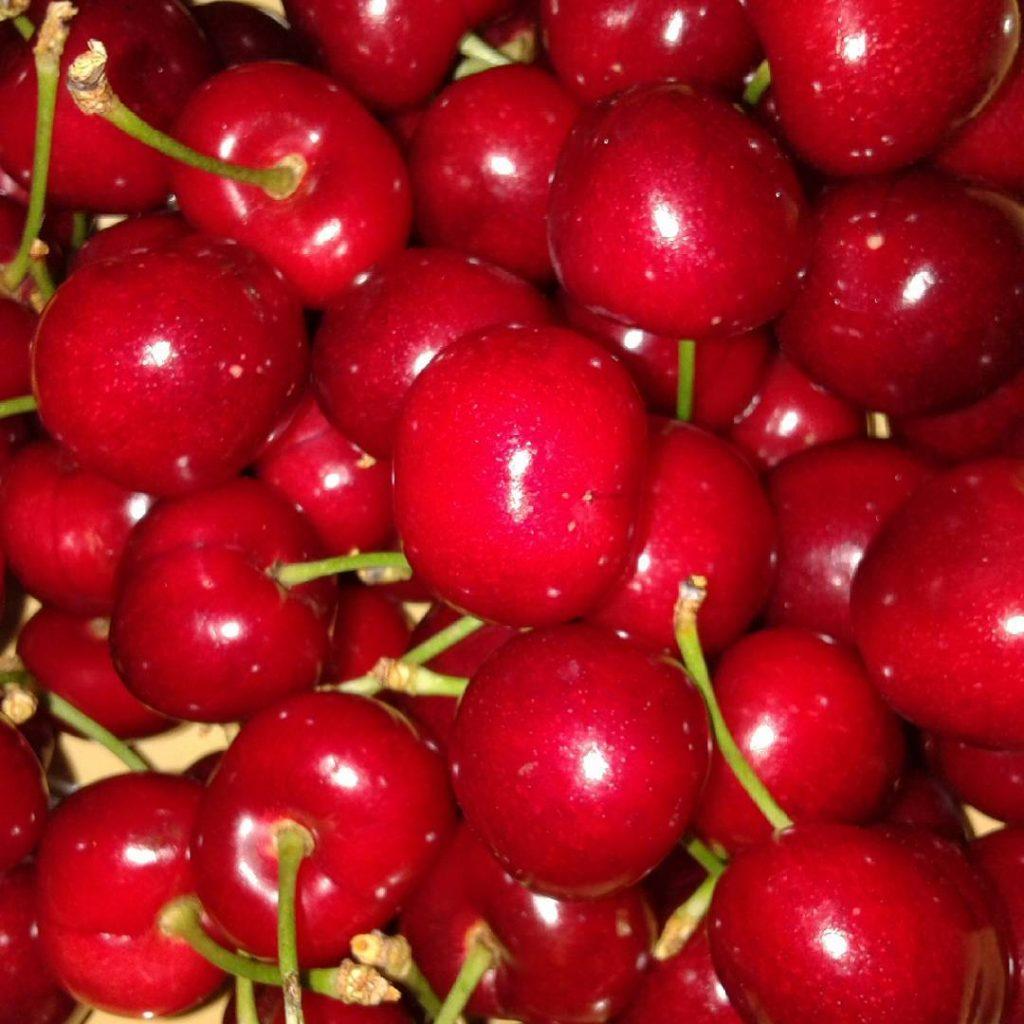 Las cerezas contienen flavonoides carotenoides y vitaminas como la vitaminahellip