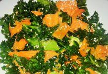 Ensalada de col kale con zanahoria y semillas de sesamo