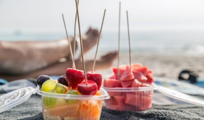 Formas saludables para comer en la playa